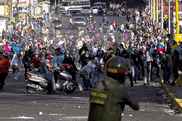 VENEZUELANS GO TO THE STREETS TO PROTEST AGAINST MADURO,THEY NEED BOLIVARS.