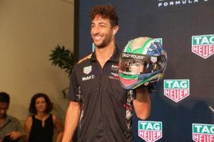 Daniel Ricciardo with an helmet