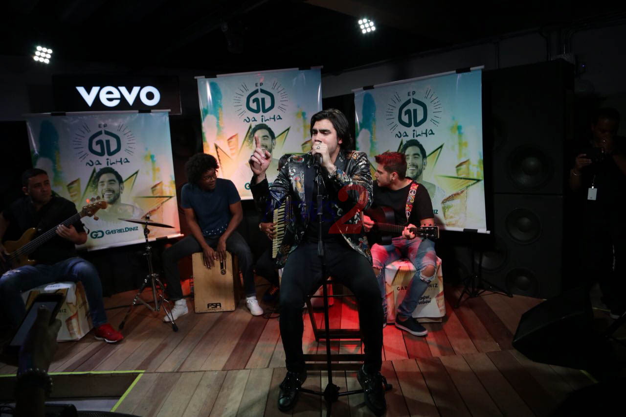 Gabriel Diniz makes Pocket Show at VEVO – Sao Paulo
