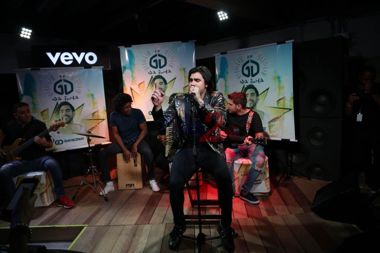 Gabriel Diniz makes Pocket Show at VEVO – Sao Paulo