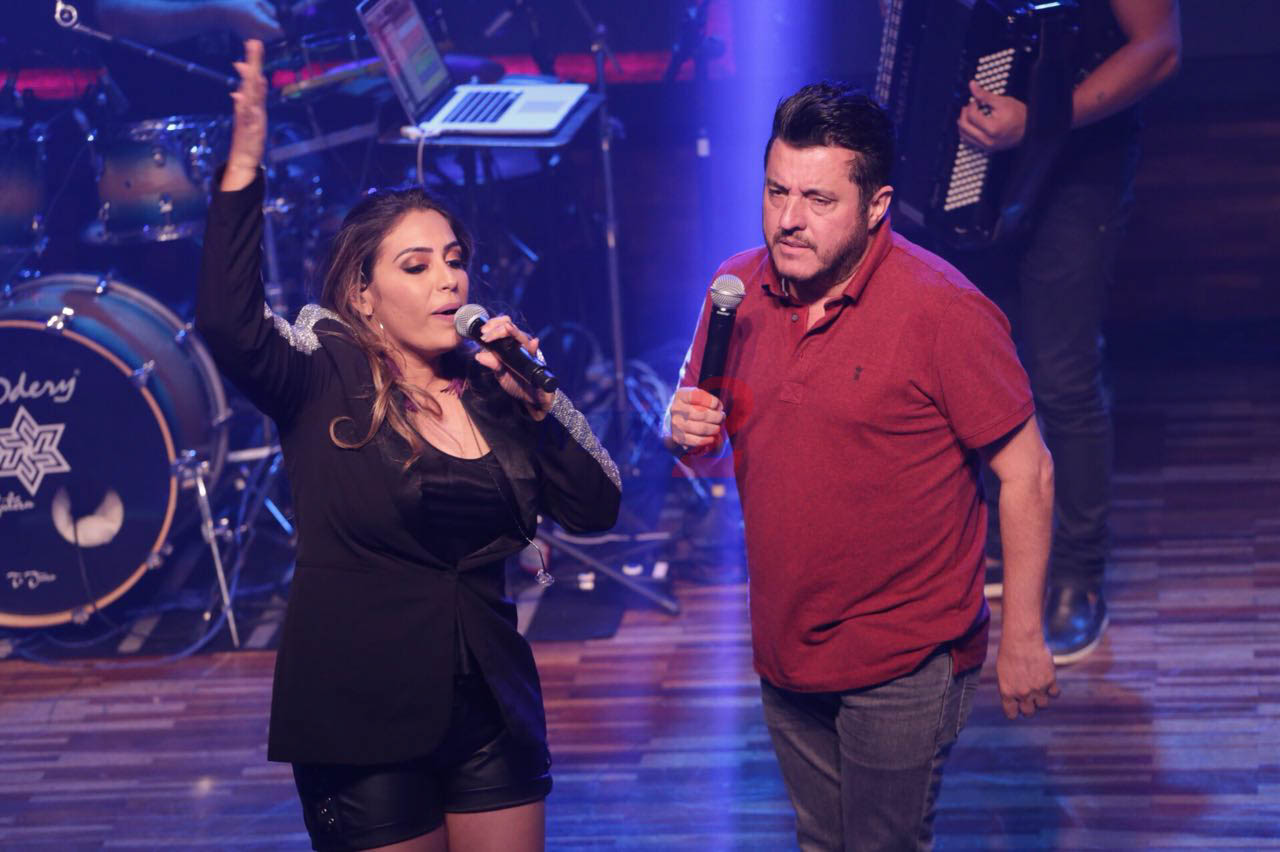 Fernanda Costa sings at Woods with Special Participation of Bruno