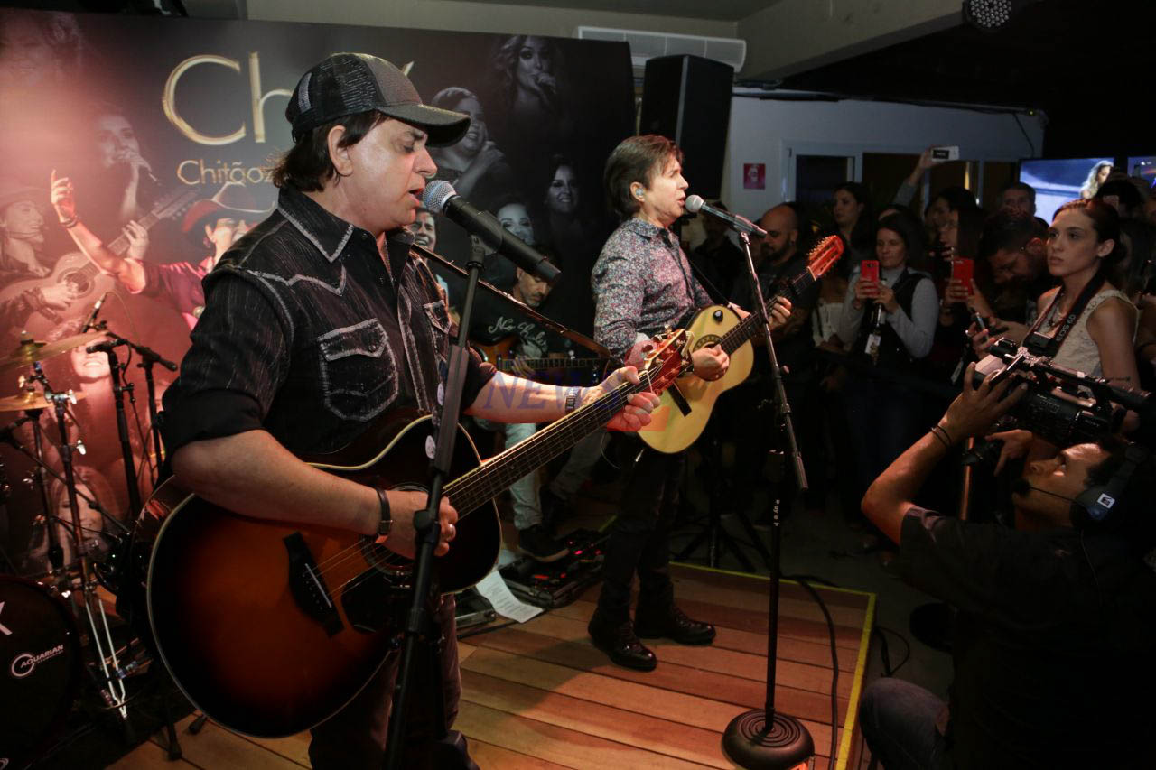 Chitãozinho & Xororó performs at Vevo-Brazil