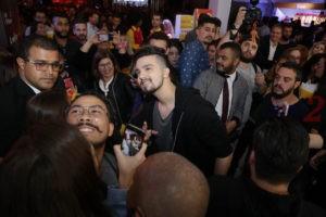 Luan Santana with fans